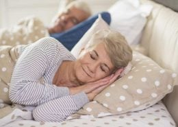 senioren-paar-im-bett