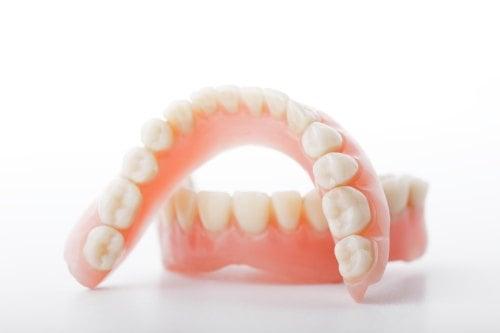 Pflege der Zahnprothese